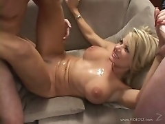 Spectacular Anal Blonde Vicky Vette Gets a Massive Bukkake Facial